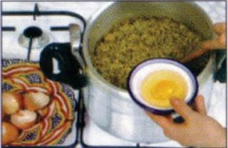 المطبخ المغربي كيفية اعداد بريوات 2.JPG