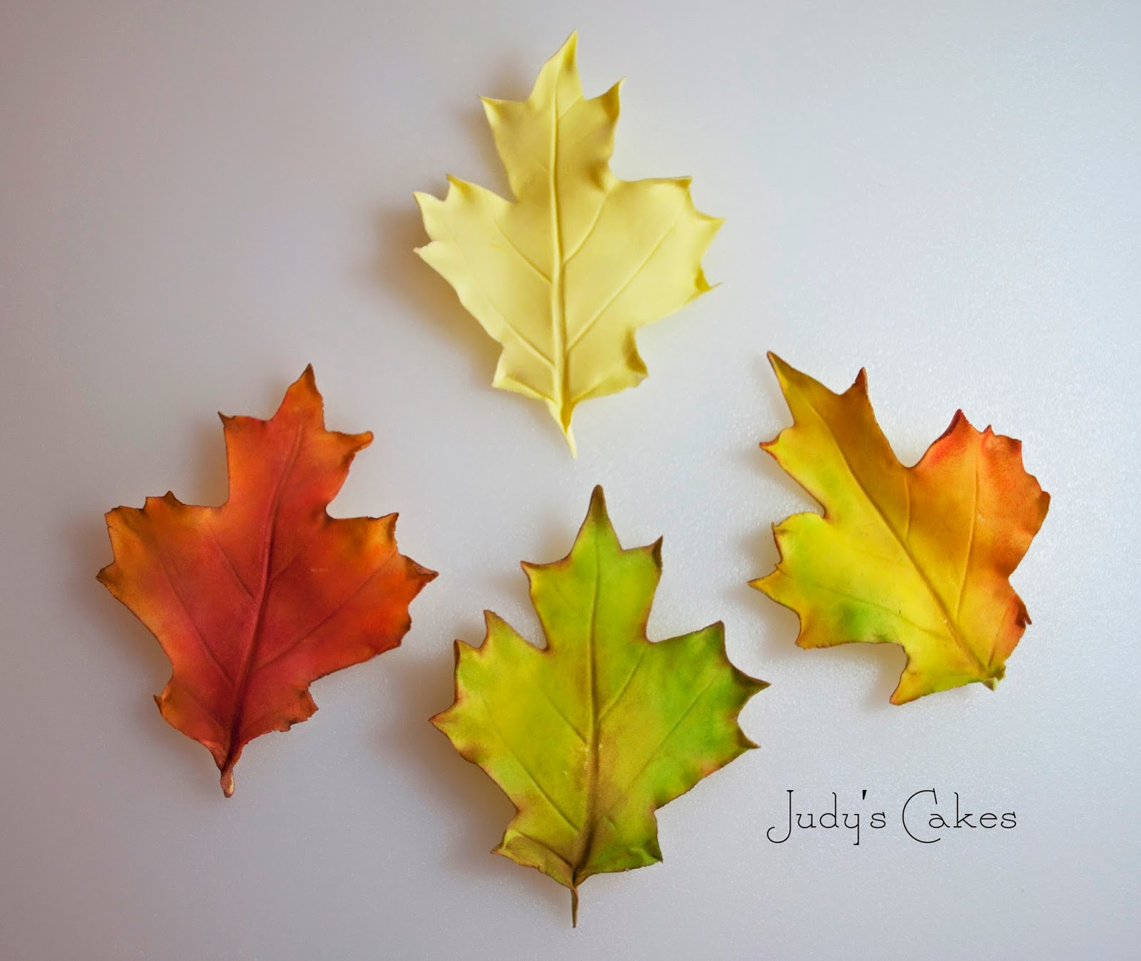 how to pipe fall leaves on a cake