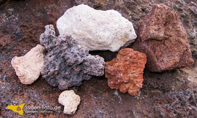 Vulkangestein in verschiedenen Farben