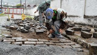 Ainda nesta sexta, 19, a Rua Pedro Clark Leite, no Jardim Cascata, recebeu reparos na rede de drenagem e recomposição dos paralelos