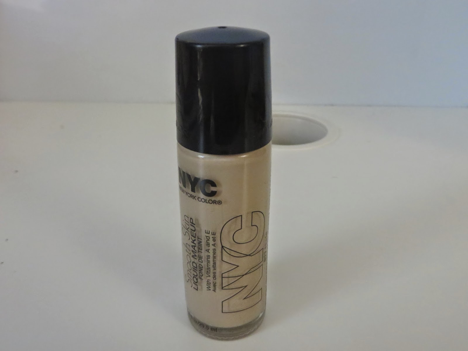 NYC Smooth Skin Liquid Makeup Foundation in 677 Nude