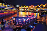 bumboaut, perjalanan sungai, menelusuri sungai singapore, naik perahu, tempat wisata di singapore, jalan jalan di singapore, singapura, malam hari