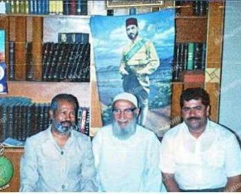 صورة نادرة للدكتور محمد مرسي في المركز العام بالتوفيقية مع الحاج عز العرب