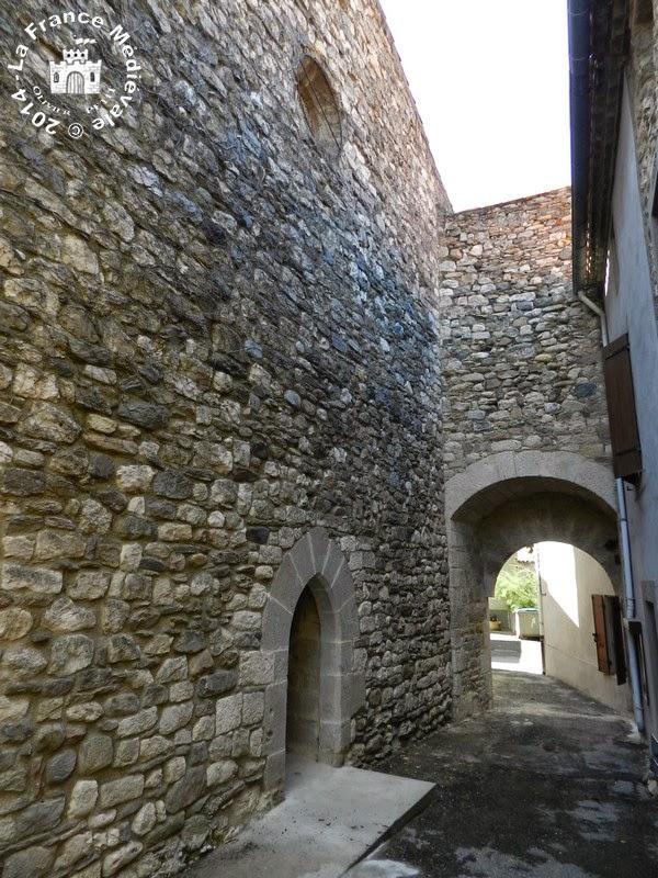 VILLENEUVE-MINERVOIS (11) - Les fortifications