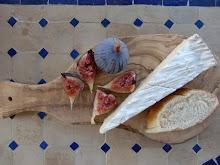 En typisk fransk frokost etter en formiddag på matmarked.