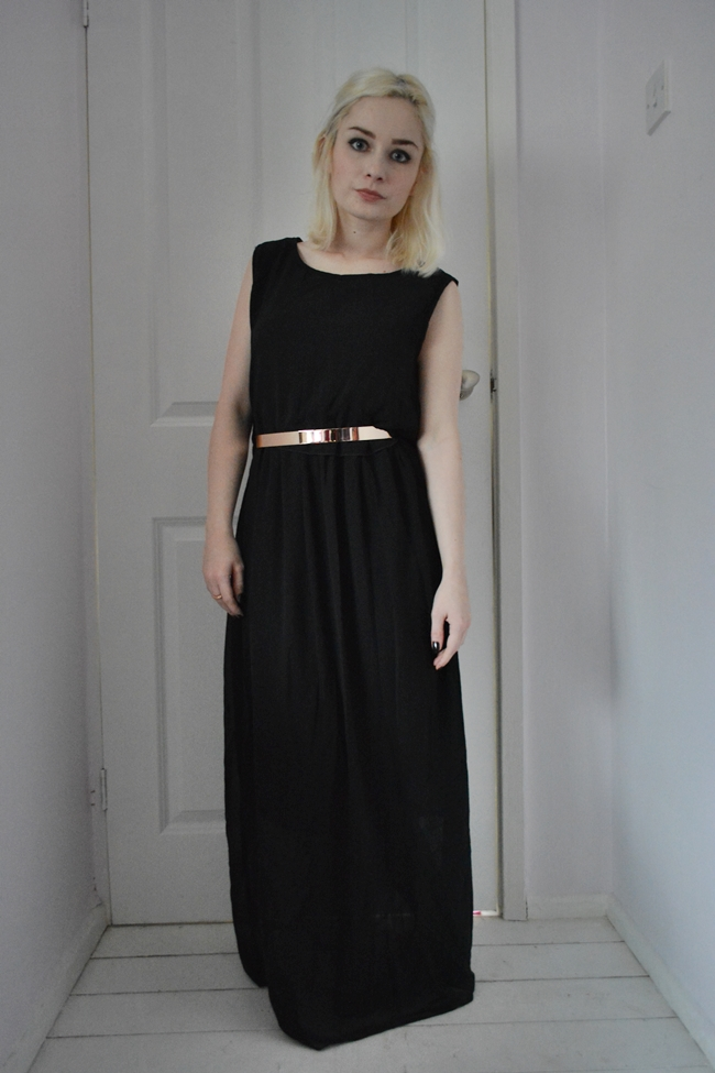 Black maxi dress rose gold belt outfits for the holidays