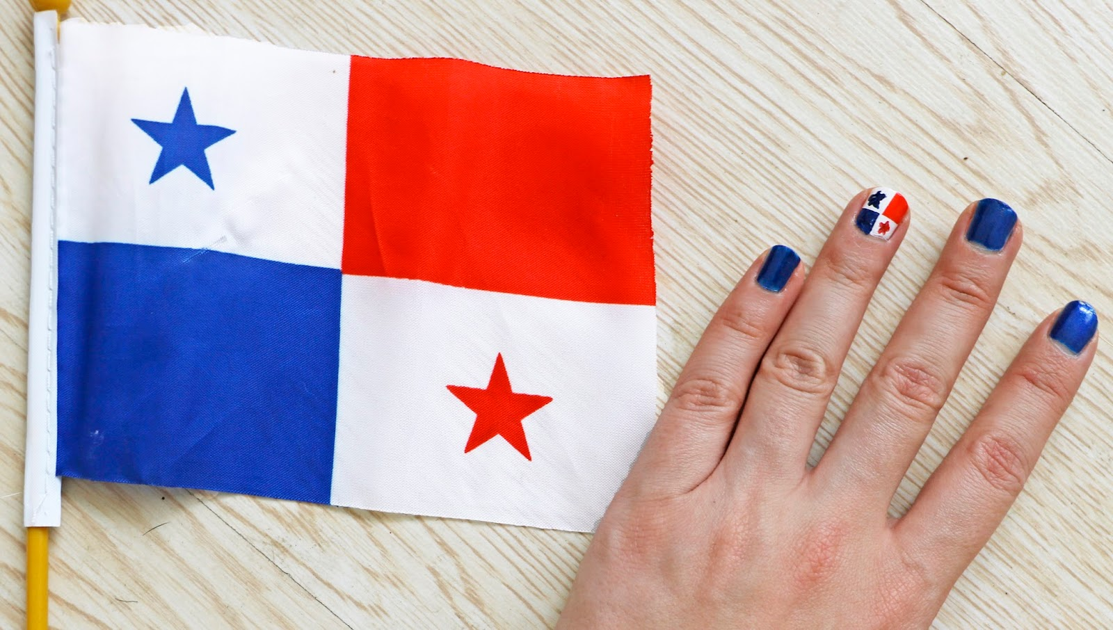 Super cute Panama flag nails!