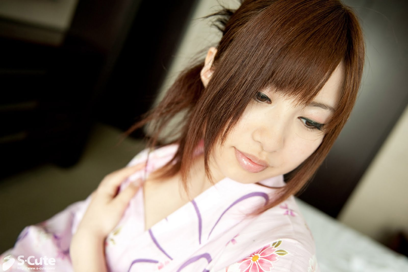 http://2.bp.blogspot.com/-3qapkG1Jjdw/TgNXfvKhIgI/AAAAAAAACGY/mG9aDN4yohw/s1600/Kokomi+Naruse+in+pink+kimono-02.jpg