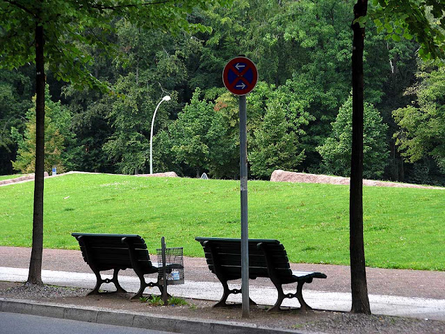 Benches on Bellevuestraße, facing Henriette-Herz-Park, Berlin