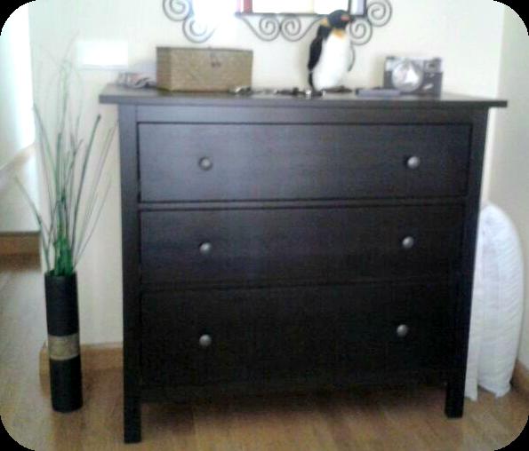 Telas cajas y tinajas pintar un mueble wengu en blanco for Pintura de muebles de madera