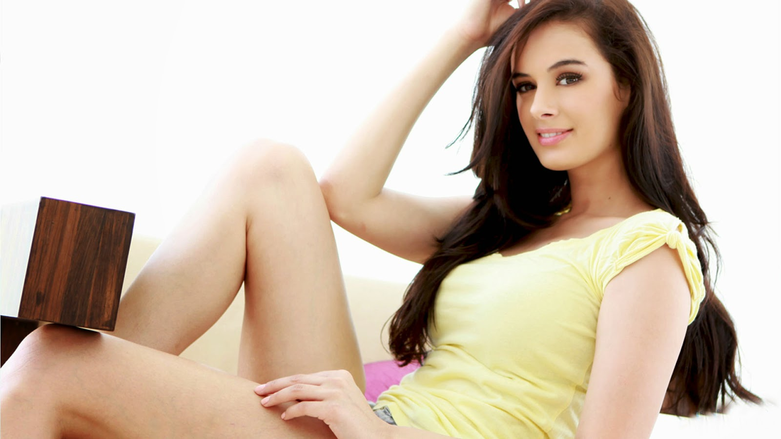 Evelyn Sharma Pics, Evelyn Sharma Hot Images, Latest