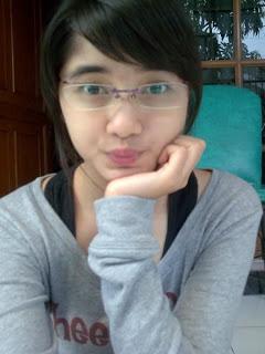 Tips make up untuk wanita berkacamata | info ringan kita