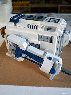 lego r2d2 - the finished detailing on the legs