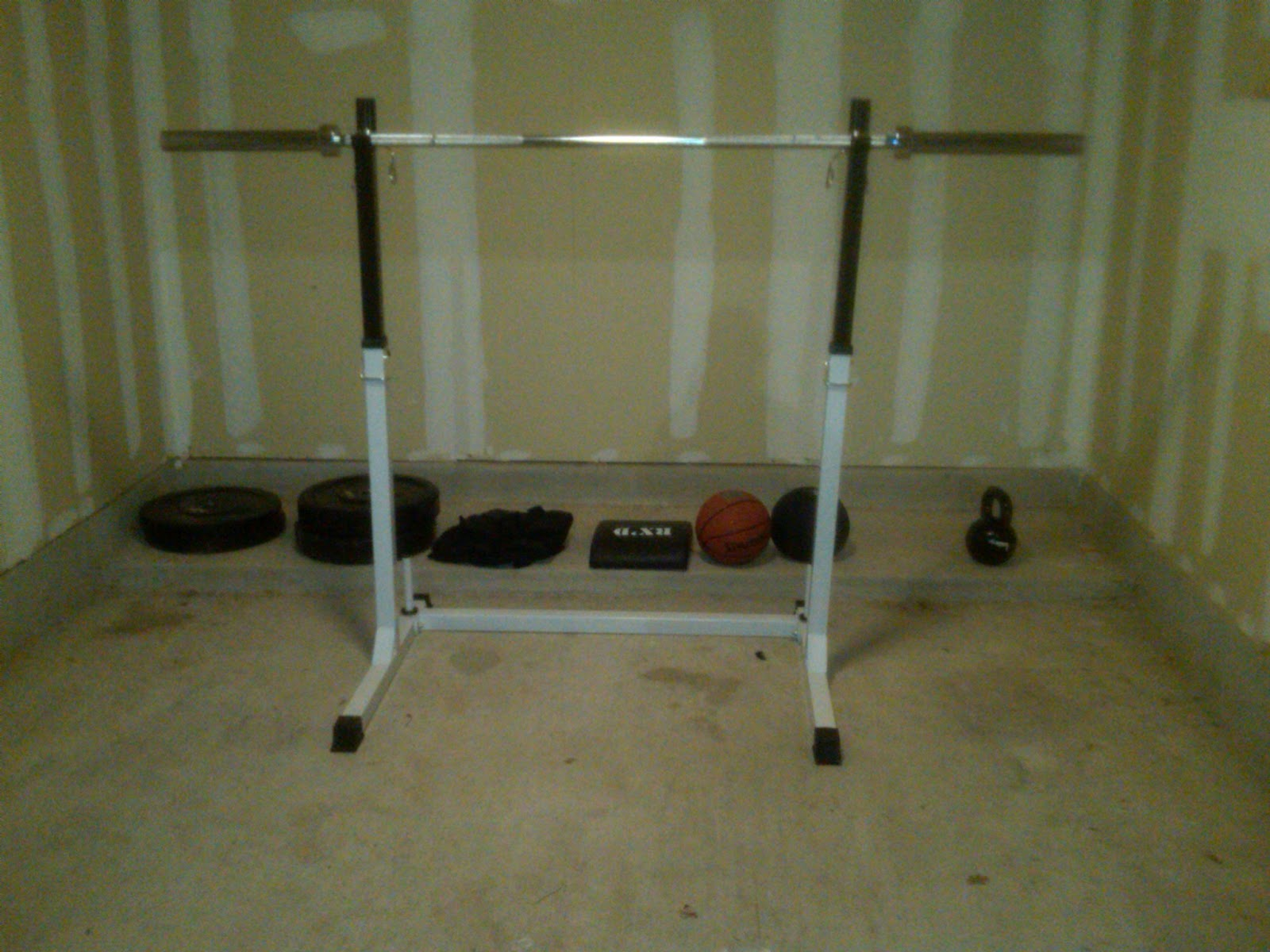 Athletes performance training strength & conditioning: garage gym