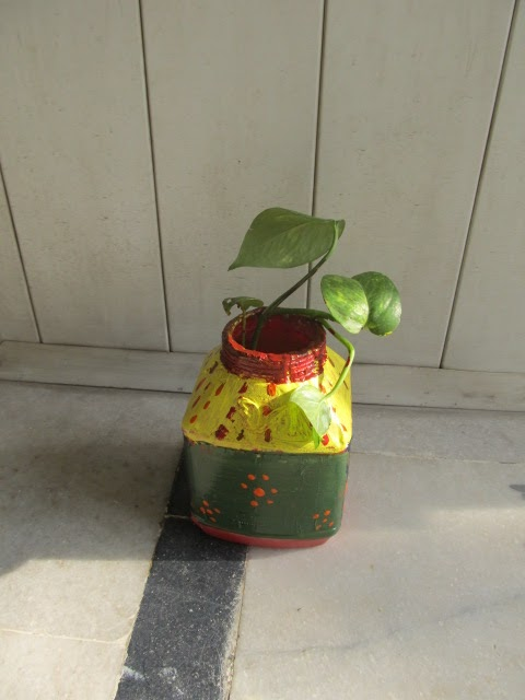 Creative ideas painted flower vase best out of waste for Creativity out of waste