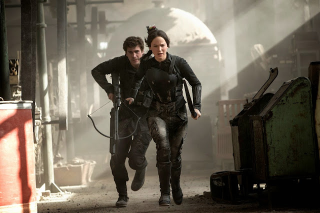 Hunger Games 3 mockingjay part 1 movie still katniss gale running
