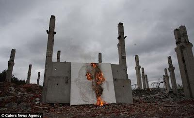 Melukis Menggunakan Bom Molotov