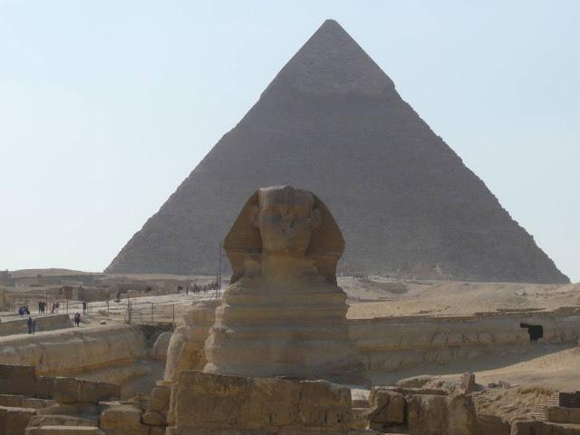 Piramidy i Sfinks w Egipcie