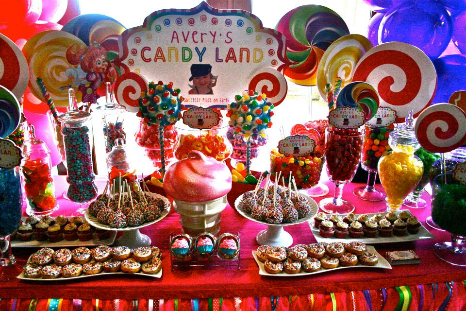 Hollywood candy girls crazy candy world blog tagged candy sculptures hollywood candy girls - Candyland party table decorations ...