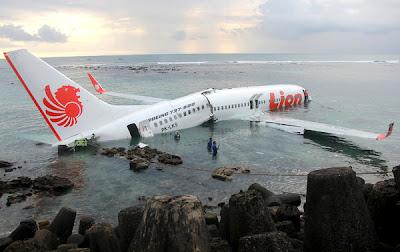http://2.bp.blogspot.com/-3s4KDR1QOMg/UWouhhniWaI/AAAAAAAATsk/QHwemz_VcpM/s400/Bali-News-Lion-Air-Crash-2013-13.jpg