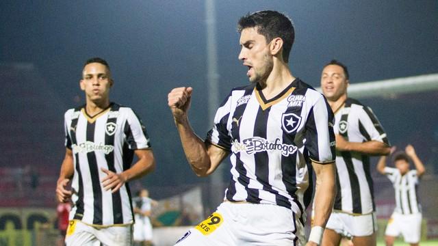 Em jogo sonolento, Pimpão decide mais uma vez e Botafogo vence