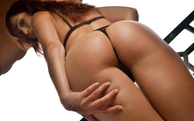 голык девушки в стрингах
