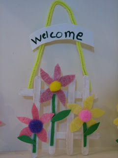 http://jennwa.blogspot.ca/2008/03/spring-craft-flower-fence.html
