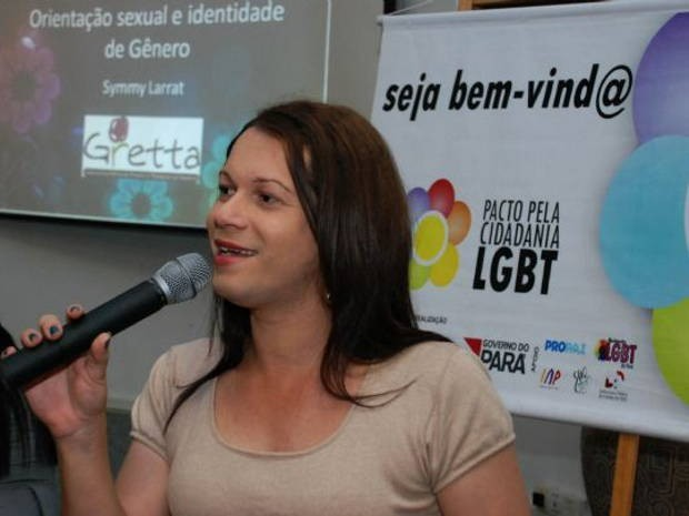 Representante do Grupo de Resistência de Travestis e Transexuais da Amazônia (Gretta), Simmy Larrat proferiu palestra durante o evento (Foto: Advaldo Nobre/Ascom Seduc )