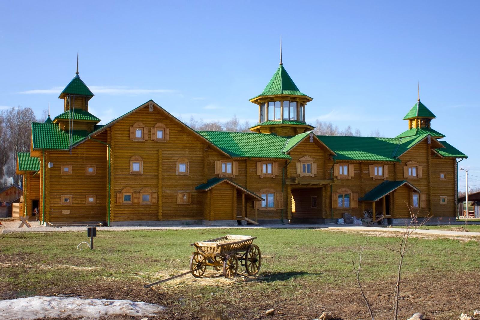 Калуга, Калужская область, Этномир, Стоит телега без дела