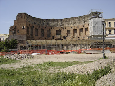 Foto de los restos de la Domus Aurea que yace debajo de los baños de Trajano