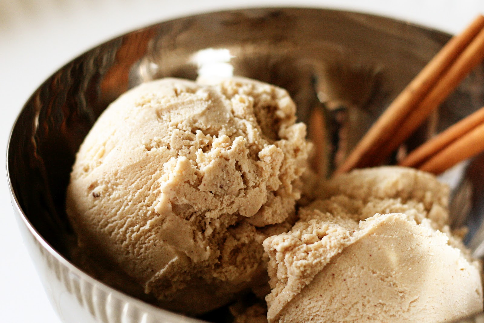 Naughty Carbs: Cinnamon Ice Cream (Low Carb)