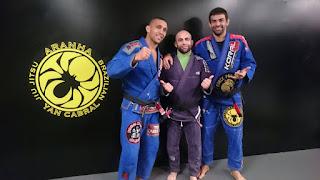 Pedro Moreno recibe la faixa preta de BJJ por Yan Cabral
