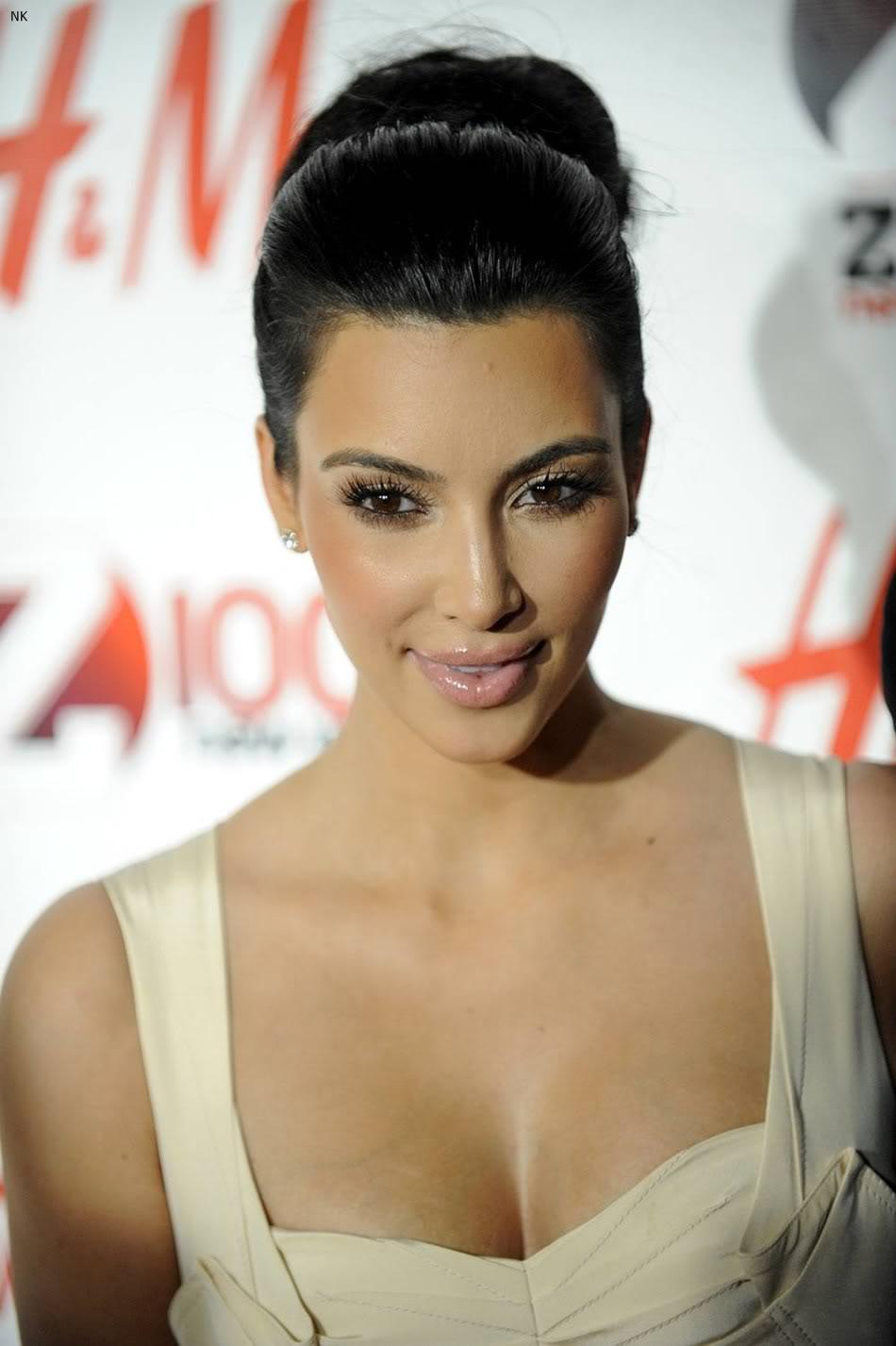http://2.bp.blogspot.com/-3thnAe8THHM/TbS46rw9faI/AAAAAAAADu0/Xngr-CHsVKg/s1600/kim_kardashian_dress%2B%252810%2529.jpg