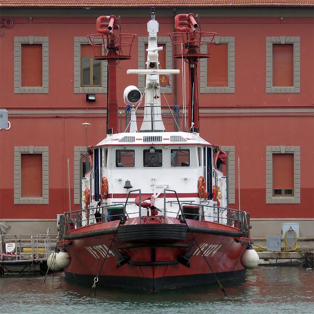 Fireboat VF 1174, port of Livorno