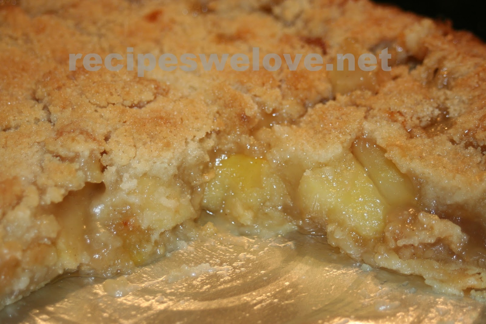 Recipes We Love: Apple Pie (with streusel topping)