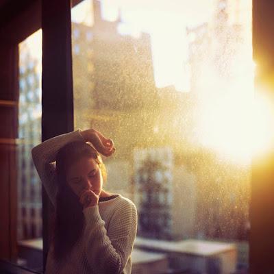 Phía sau anh là chuỗi ngày hạnh phúc còn em là những chuỗi ngày cô đơn