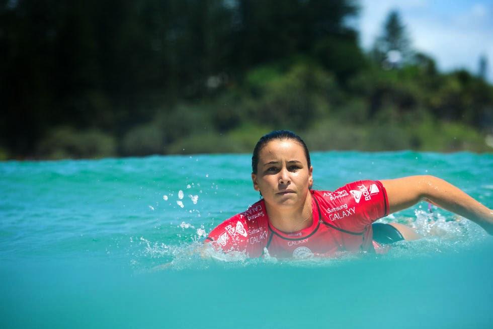 29 Roxy Pro Gold Coast 2015 Johanne Defay Foto WSL Kelly Cestari