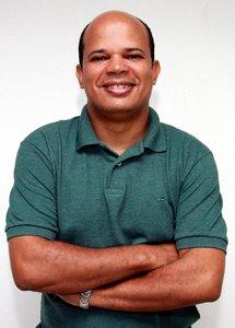 IMAGEM - Jornalista e blogueiro Décio Sá