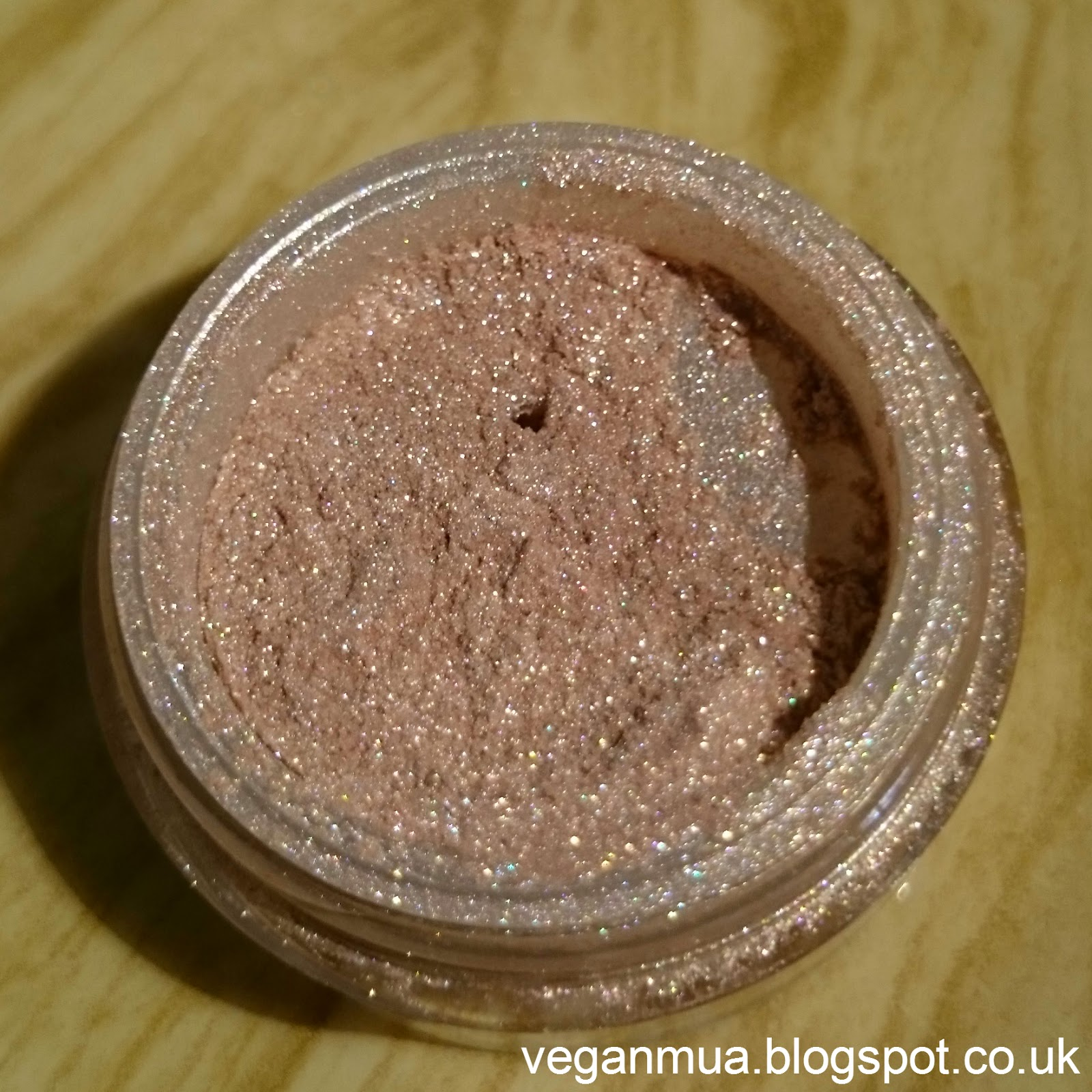 Beauty Without Cruelty Sensuous Mineral Eyeshadow in Serenity open