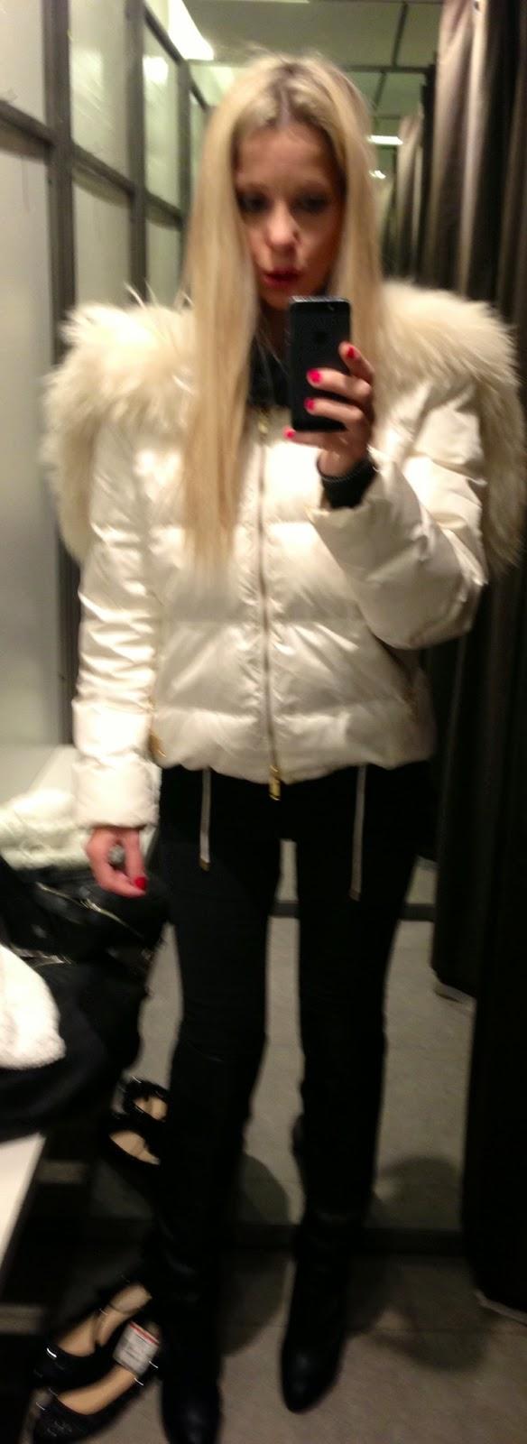 Lo specchio parigino selfie like an angel - Lo specchio di selfie ...