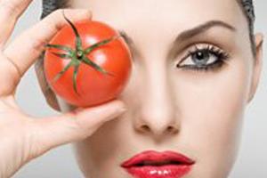 قناع الطماطم من أجل بشرة نضرة و مشرقة