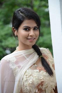 Sharmila Mandre pos at Kevvu keka SM 012.jpg