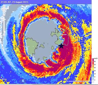 Image radar du typhon, cyclone Goni traversant les îles japonaises d'Ishigaki