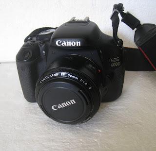 Jual Canon EOS 600D + Lensa fix 50mm