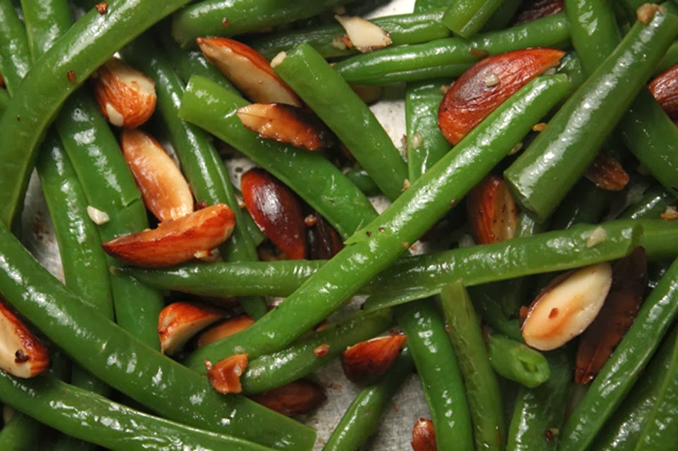 Blackened Green Beans With Red Pepper Dipping Sauce