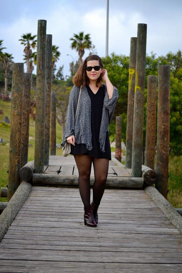 look_kimono_vestido_oversize_botines_burdeos_lolalolailo_04