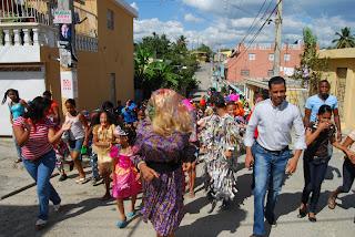 Regidor Darío Liriano celebra carnaval en Sabana Perdida