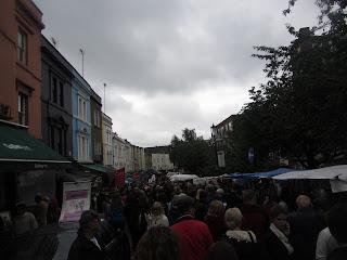 Mercado de Portobello, Notting Hill. Famoso por sus antigüedades y retratos que se hacen a los turistas.
