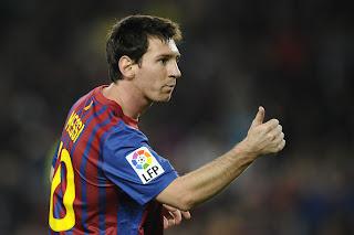 Messi resucita con tripleta y el Barcelona con goleada