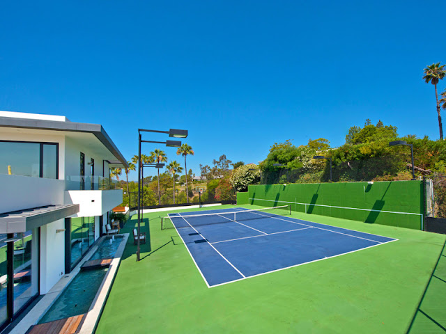 Photo of tennis court by the house